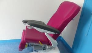 Don de 3 fauteuils de relaxation par le Rotary pour l'unité rTMS